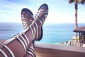 Τα 10+1 luxury sandals που διωχνουν απο την ντουλαπα σας τα ψιλοτακουνα!