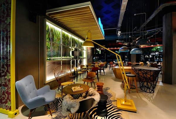 Away bar στην Κομοτηνη - FaShionFReaks