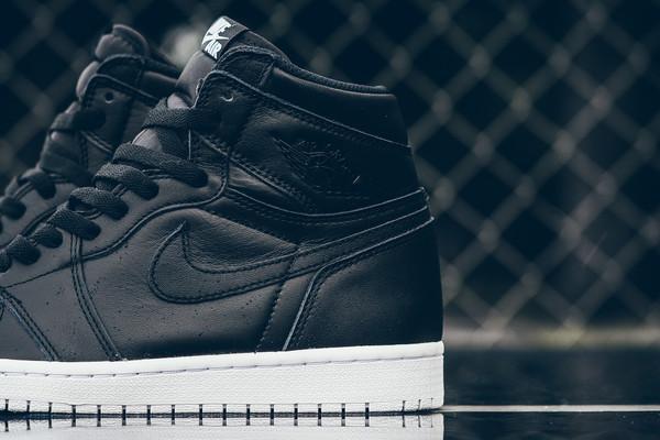 Air_Jordan_1_High_OG_555088_006_Nike_Cyber_Monday_Black_WHite_Sneaker_Politics_Hypebeast-2_grande