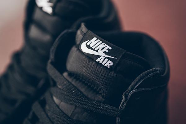 Air_Jordan_1_High_OG_555088_006_Nike_Cyber_Monday_Black_WHite_Sneaker_Politics_Hypebeast-6_grande
