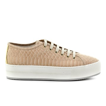 Get-it-now-sneakers-for-women-fashion-freaks (2)
