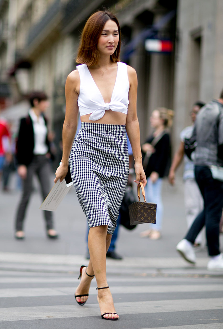how-to-wear-a-crop-top-outfit-10