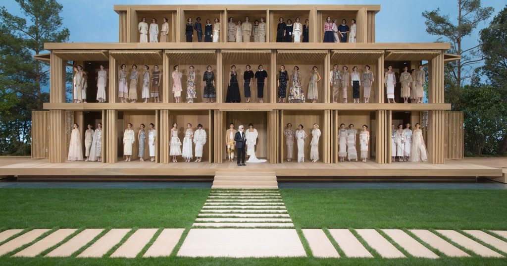 chanel-takes-dollhouse-springsummer-2016-haute-couture