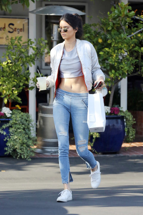 white-sneakers-outfits-12